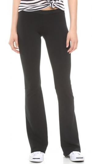 Однотонные расклешенные брюки Foxy SOLOW. Цвет: голубой