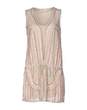 Короткое платье DEBY DEBO. Цвет: бежевый