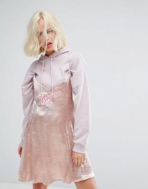 Lazy Oaf Золотисто-розовое платье на бретельках с вышивкой Princess. Цвет: золотой