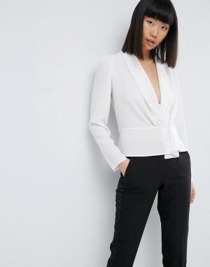 ASOS Блузка с присборенными плечами, глубоким вырезом и запахом. Цвет: белый