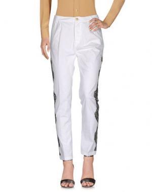 Повседневные брюки HISTORY. Цвет: белый