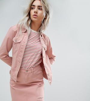 Urban Bliss Petite Розовая джинсовая куртка с потертой отделкой. Цвет: розовый