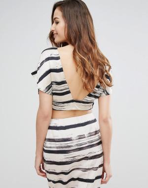 Kendall + Kylie Топ с принтом и открытой спиной. Цвет: черный