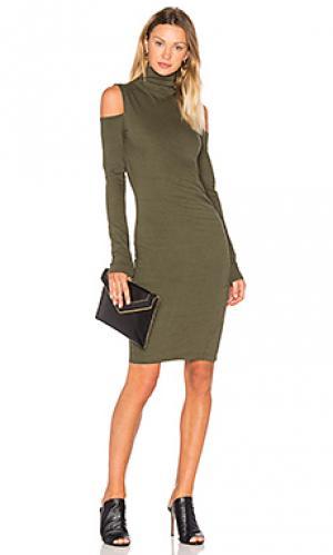 Платье с открытыми плечами и высоким воротом Pam & Gela. Цвет: зеленый