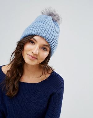 Alice Hannah Голубая шапка с меховым помпоном. Цвет: синий