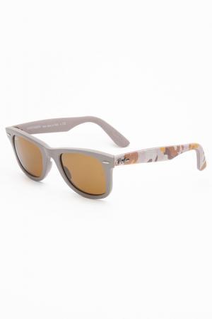 Очки солнцезащитные Ray-Ban. Цвет: коричневый