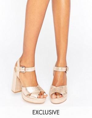 Office Кожаные сандалии на каблуке и платформе цвета розового золота S. Цвет: золотой
