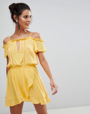 River Island Пляжное платье с открытыми плечами и оборками. Цвет: желтый