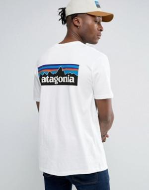Patagonia Белая футболка классического кроя с логотипом на спине P-6. Цвет: белый