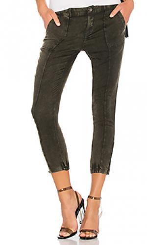 Узкие брюки heirloom Chaser. Цвет: зеленый