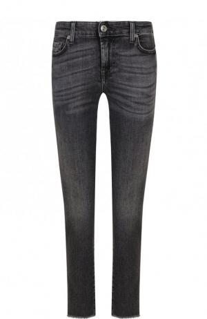 Укороченные джинсы-скинни с потертостями 7 For All Mankind. Цвет: серый