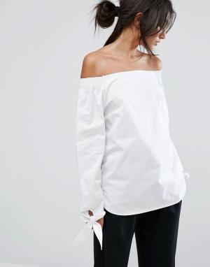 J.O.A Топ с открытыми плечами и завязками на рукавах. Цвет: белый