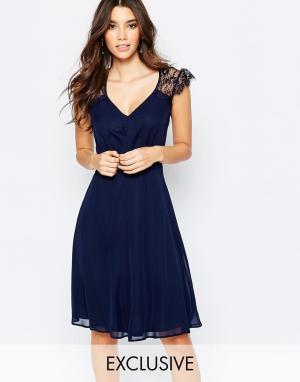 Elise Ryan Платье миди для выпускного с кружевом. Цвет: темно-синий