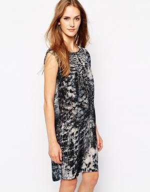 2nd Day Платье с абстрактным принтом. Цвет: синий