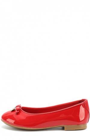 Лаковые балетки с бантом и подвеской Dolce & Gabbana. Цвет: красный