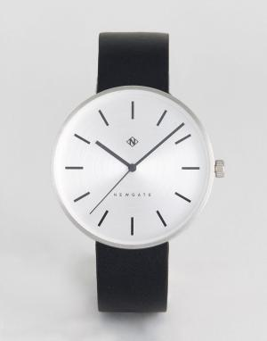 Newgate Часы с черным кожаным ремешком Drumline. Цвет: черный