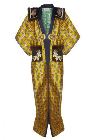 Жаккардовое пальто с вышивкой и мехом Gucci. Цвет: желтый