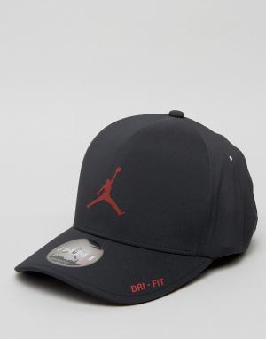 Jordan Классическая черная кепка Nike 801767-011. Цвет: черный