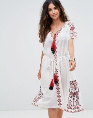 Liquorish Пляжное платье с вышивкой и кисточками. Цвет: белый