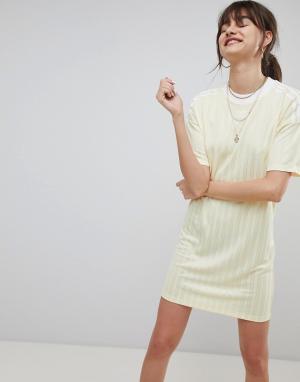 Adidas Originals Желтое платье adicolor. Цвет: желтый