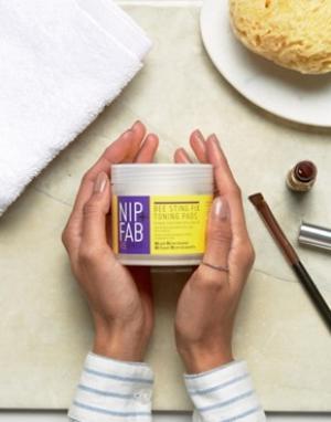 Nip+Fab Очищающие подушечки с пчелиным ядом Nip & Fab x 60. Цвет: бесцветный