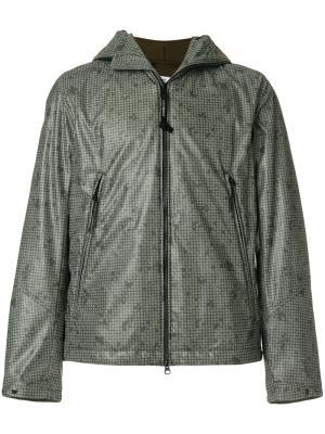 Куртка с прозрачными вставками на капюшоне CP Company. Цвет: зелёный