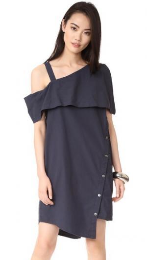 Асимметричное платье с открытыми плечами Clu. Цвет: темно-синий