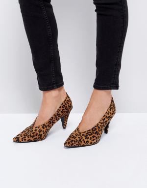 Raid Туфли на каблуке-рюмочке с леопардовым принтом. Цвет: мульти