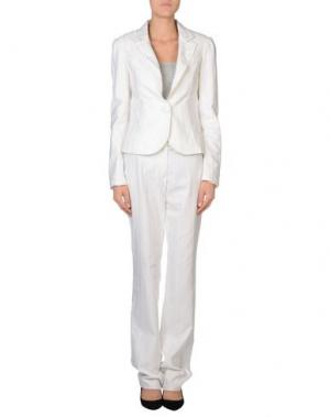 Классический костюм EXTE. Цвет: белый