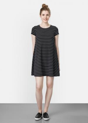 Свободное платье OSTIN. Цвет: черный