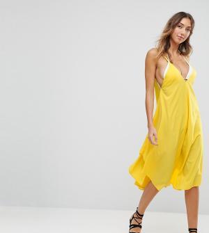 ASOS Tall Пляжное платье с асимметричным подолом. Цвет: желтый