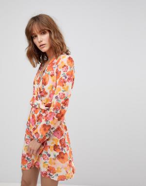 Love Платье с длинными рукавами и запахом. Цвет: мульти