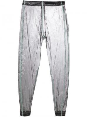 Зауженные брюки с эффектом металлик Cottweiler. Цвет: серый