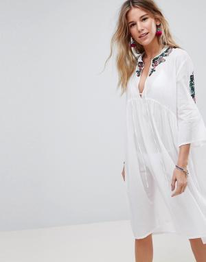 Liquorish Пляжное платье миди с вышивкой. Цвет: белый