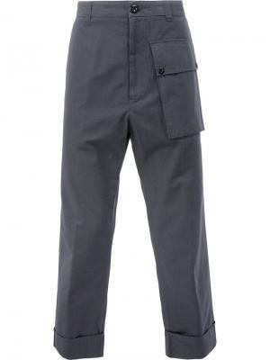 Брюки с объемным карманом Wooster + Lardini. Цвет: серый