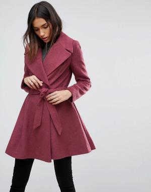 ASOS Приталенное пальто с большим воротником и поясом. Цвет: розовый