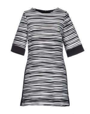 Короткое платье TO-MAY. Цвет: белый