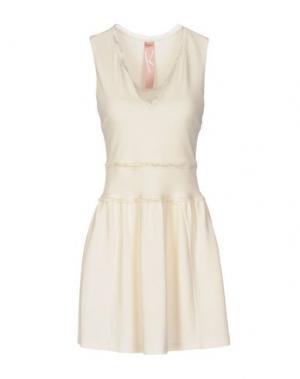 Короткое платье KRISTINA TI. Цвет: слоновая кость