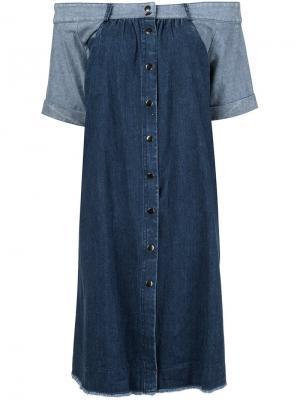 Джинсовое платье с открытыми плечами Sea. Цвет: синий