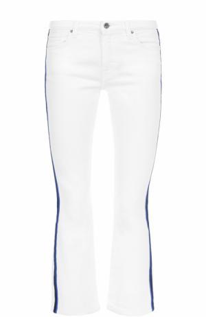 Укороченные расклешенные джинсы с лампасами Victoria by Beckham. Цвет: белый
