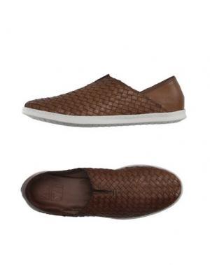 Низкие кеды и кроссовки ZERO_571. Цвет: коричневый