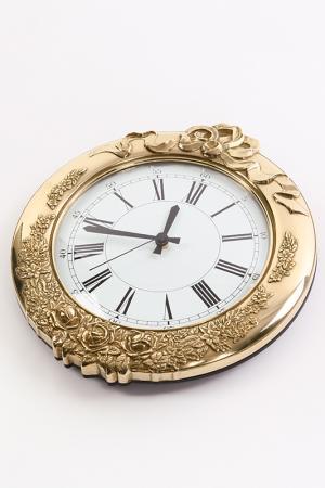Настенные часы Stilars. Цвет: золотой