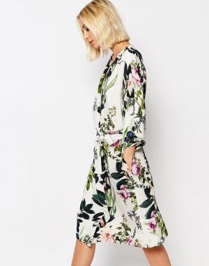 Gestuz Платье-кимоно с цветочным принтом. Цвет: мульти