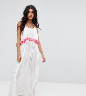 Akasa Пляжное платье макси с отделкой кисточками. Цвет: белый