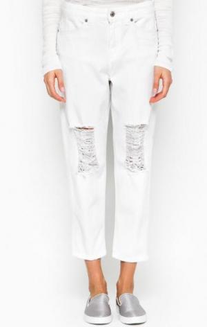 Рваные джинсы бойфренд белого цвета DRYKORN. Цвет: белый