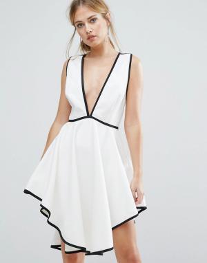 Finders Keepers Платье с глубоким вырезом и асимметричным подолом Asher. Цвет: белый