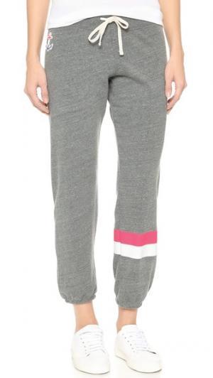 Спортивные брюки в полоску SUNDRY. Цвет: серый меланж