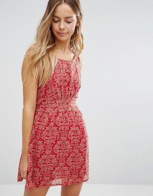 Jasmine Короткое приталенное платье с принтом. Цвет: красный