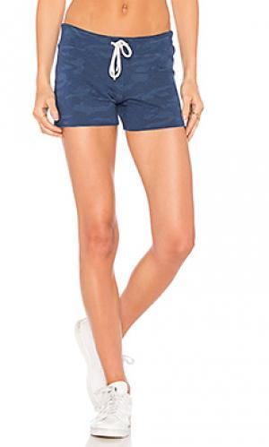 Винтажные камуфляжные шорты MONROW. Цвет: синий