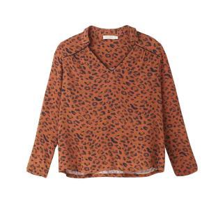 Блузка с анималистическим рисунком, V-образным вырезом и длинными рукавами SEE U SOON. Цвет: рисунок леопард/каштан